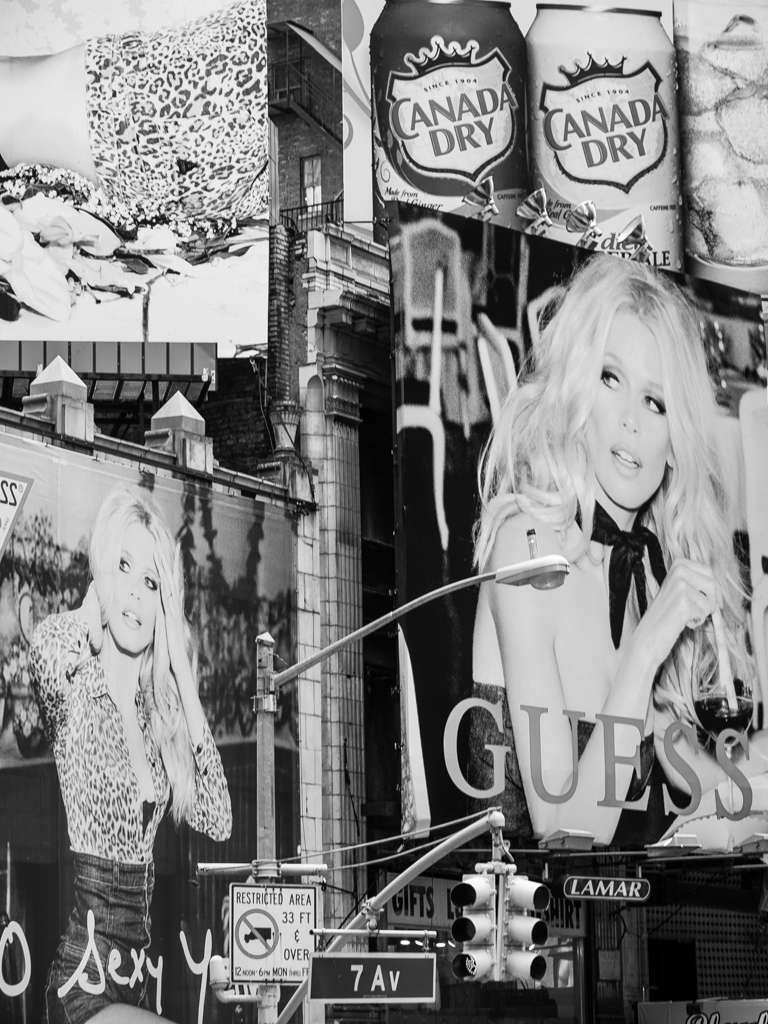 Guess girl. 7th Avenue, Nueva York 2012
